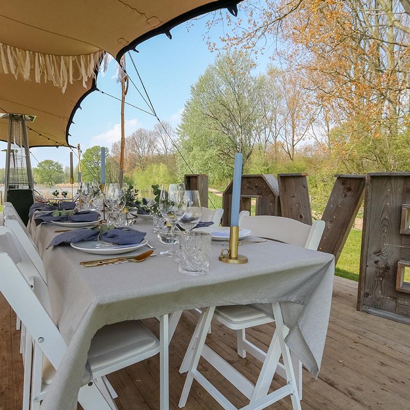 Dineren met jullie hele gezelschap midden in het bos!