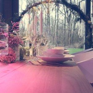 Romantisch opgedekte tafels.