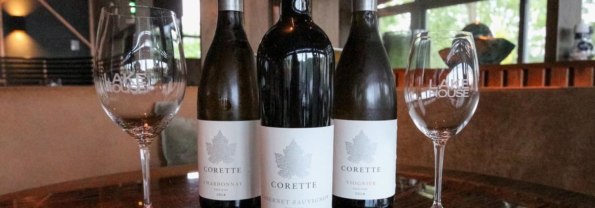 De wijnen van Corette bij Lake House